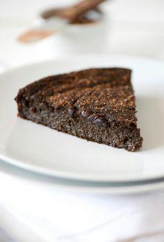 Fudgy chocolate cake no refined sugar. Vegan