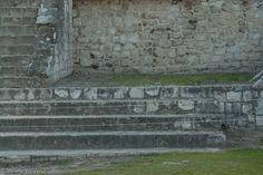 Chichen Itza . El conjunto arquitectónico de Chichen Itza tienen una superficie de 15 Kilómetros, destaca el Castillo dedicado al culto del Dios Kukulcan