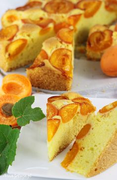 Proste ciasto z morelami. Simple cake with apricots. Sweet Recipes, Cake Recipes, Pumpkin Cheesecake, Food Cakes, Superfood, Cornbread, Baked Goods, French Toast, Breakfast