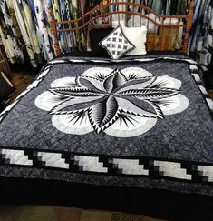 Stunning Fire Island Hosta quilt in black/gray colors with a tint of plum. Bargello Quilts, Sampler Quilts, Amish Quilts, Patchwork Quilt Patterns, Quilt Patterns Free, Hexagon Quilt, Blanket Patterns, Log Cabin Quilt Pattern, Log Cabin Quilts