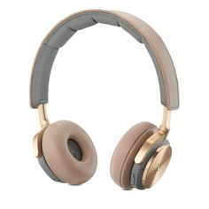 The lightweight B&O PLAY BeoPlay wireless, on-ear headphones deliver balanced sound and active noise cancellation. Buy now at the Apple Online Store. Best Running Headphones, Best In Ear Headphones, Gaming Headphones, Sports Headphones, Leica, College Bags For Girls, Apple Store, Audio Music, Xbox