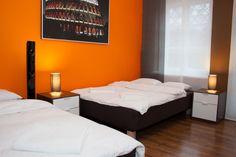 Sypialnia   http://www.apartamenty-krakow.com/nocleg/apartament-pomaranczowy/