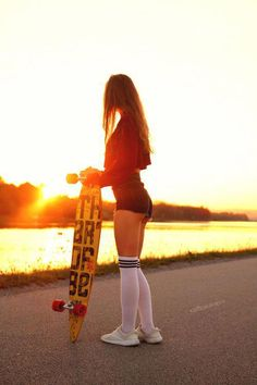 This article contains 40 hot and cute girls on Skateboard. Young, wild and free girls are having fun on the skateboard. A complete girls skateboard photography. Look Skater, Skater Girl Style, Skater Girl Outfits, Longboards, Moda Skate, Skate Photos, Female Surfers, Skate Girl, Skateboard Girl