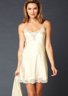 56b58291a14 Elegance and style define this silk short gown.