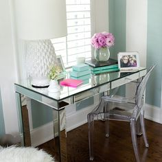 Mirrored desk and ghost chair. Très chic!