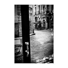 #street #door #window #bar #Nantes #streetshot #landscape #bw #blackandwhite #35mm #analog #canonae1 #ishootfilm #filmphotography #believeinfilm #filmisnotdead #buyfilmnotmegapixels #argentique #canon #kodak #simplemoments