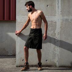 neo kilt for men cow-boy Guys In Skirts, Boys Wearing Skirts, Kilt Skirt, Man Skirt, Saint Patrick, Under The Kilt, Tartan, Black Cowboys, Men In Kilts
