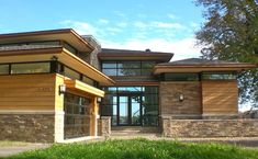 Contemporary Prairie Style Exterior Design Ideas, Pictures, Remodel, and Decor - page 3 Residential Architecture, Amazing Architecture, Contemporary Architecture, Architecture Design, Prairie Style Architecture, Prairie Style Houses, Modern Exterior, Exterior Design, Craftsman Exterior