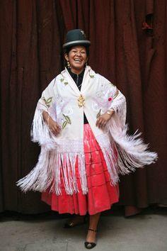 Cholitas Luchadores: Bolivias female wrestlers