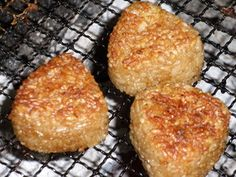 Easy Grilled Rice Balls for Barbecues Recipe - Yummy this dish is very delicous. Let's make Easy Grilled Rice Balls for Barbecues in your home! Barbecue Recipes, Meat Recipes, Cooking Recipes, Party Recipes, Dinner Recipes, Yaki Onigiri, Onigiri Recipe, Baked Rice, Rice Balls