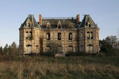 An abandoned mansion in France, by Le Luxographe