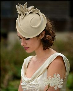 The Elegant Mid-length Curly Wedding Hairstyle with a Beige Hat