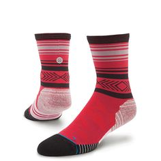 Whether you're running a hundred meters or thousands of them, count them down in Stance's Meter Compression Crew. With anatomically correct designs for the left and right foot, this Fusion Run sock offers an unrivaled fit while also applying compression in target areas. A reinforced heel and toe provide a plush ride and additional durability. And to keep feet cool and dry, this Fusion Run sock sports moisture-wicking fabric and mesh vents. $18