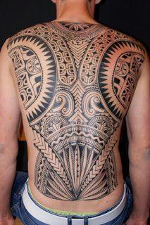 Tatuagem maori nas costas