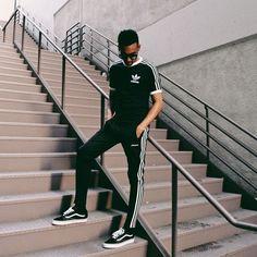 Track Pant. Macho Moda - Blog de Moda Masculina: TRACK PANTS MASCULINAS: Pra Inspirar e Onde Encontrar, Roupa de Homem, Estilo Masculino, Estilo Masculino 2018, Roupa de Homem 2018, Calça Esportiva, Calça com Zíper, Calça Athleisure, Athleisure, Camiseta Adidas Originals, Calça Adidas, Vans Old Skool