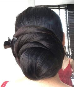 Bun Hairstyles For Long Hair, Great Hairstyles, Trending Hairstyles, Indian Hairstyles, Hairstyles Haircuts, Hair Dos, Black And Silver Eye Makeup, Long Indian Hair, Great Haircuts