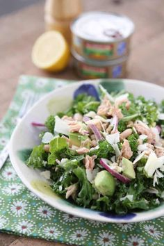 Packed with protein and nutrients your body will thank you for, this Lemony Tuna and White Bean Kale Salad with Avocado is one of my favorite salads. Kale Salad, Bean Salad, Avocado Salad, Good Healthy Recipes, Healthy Foods To Eat, Healthy Eating, Healthy Menu, Healthy Life, Vegetarian Recipes