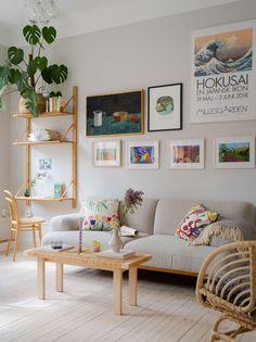 découvrir l'endroit du décor : 2021 Pastel Furniture, Cozy Reading Corners, Salons Cosy, Cozy Living Rooms, Small Apartments, Decoration, Old Houses, Interior Inspiration, Rum