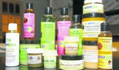 Maripa-olie: Gunstig effect op haargroei, gaat haaruitval tegen/ verzorgt en beschermt de huid. Krapa-olie: Beschermt de huid tegen insectenbeten / goed bij behandeling van ontstekingen, spierverrekkingen, verlicht spierkrampen en zwellingen. Awara-olie: Rijk aan vitamines A, B1, B2 en C. Voedende kwaliteiten voor haar en huid. Kokosolie: Geeft het haar glans / tegen droge hoofdhuid / haarroos en eczeem. Neem: Heeft antiseptisch en antibacteriële waarden / bevordert haargroei / tegen…