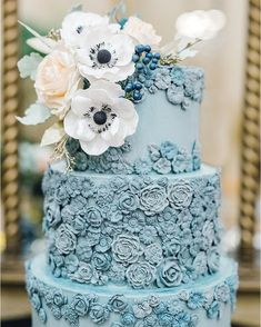Dusty wedding cake adorned with sugar flowers, Wedding cake ideas - cool wedding cakes Pretty Wedding Cakes, Wedding Cake Photos, Wedding Cake Rustic, Wedding Cakes With Flowers, Pretty Cakes, Cake Wedding, Wedding Reception, Flower Cakes, Beautiful Cakes