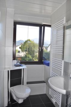 Twitter /@artroomsgstezim Bed & Breakfast, Art Rooms, Windows, Twitter, Small Bathrooms, Window