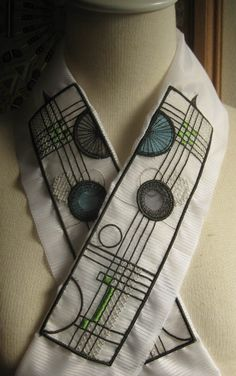 A kimono collar of stained glass image made by Fujiko-san is in homage to Frank Loyd Right.