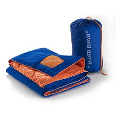 Represent the NY Mets with a reversible, water-resistant, Dri-Tec® surface blanket that is soft to the touch and wicks away heat and moisture to keep you cool and dry , providing you with the ultimate comfort. The Air-X ventilated panels in the blanket also allow for airflow, moving heat away from your body and regulating your body temperature for less tossing and turning so you get a better night's sleep and the optimum recovery.