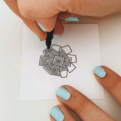 Doodle Art Drawing, Zentangle Drawings, Mandala Drawing, Zentangle Patterns, Mandala How To Draw, Zentangle Art Ideas, Mandala Sketch, Mandala Artwork, Zentangles