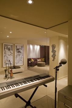 Music Studio Design, Pictures, Remodel, Decor and Ideas - I like the mirrored wall for voice students plus it could turn into a workout room when it's not a music studio. Music Studio Room, Music Rooms, Studio Setup, Studio Ideas, Sound Room, Contemporary Family Rooms, Interior Architecture, Interior Design, Modern Interior