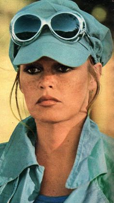 Miss Brigitte Bardot : Photo Bridgitte Bardot, Lauren Hutton, Linda Evangelista, Christy Turlington, Sophia Loren, Emmanuelle Béart, And God Created Woman, Animal Activist, Color Turquesa