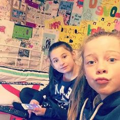 Lol that's Leo's room Matilda Devries, Bars And Melody, Family Goals, Tilt, Leo, Daddy, Lion, Fathers