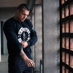 Gym Generation (@gymgeneration) • Instagram-Fotos und -Videos Bodybuilding, Gym, Street Style, Fashion Outfits, Videos, Fitness, Mens Tops, T Shirt, Clothes
