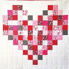 You have seen the Love Bug fabric now take a look this sweet quilt by @laurelsstitchery using this collection. #valentinesquilt #valentines #quilt #quilting #rileyblakedesigns #iloverileyblake