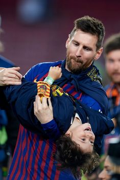 Gerard Pique of Barcelona whit his son celebrate after Barcelona won their league title at the end of the Spanish League football match between Barcelona and Levante at the Camp Nou stadium in. Get premium, high resolution news photos at Getty Images Messi Son, Messi Team, Lionel Messi Family, Lionel Messi Barcelona, Fc Barcelona, Ronaldo Quotes, Messi Photos, Leonel Messi, Uefa Champions