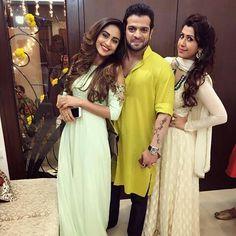 Mumbai Rains: Karan Patel Comes To Krystle D'Souza's Rescue As She Gets Stranded Due To The Heavy Downpour Tv Actors, Actors & Actresses, Karan Patel, Diwali Party, Bridesmaid Dresses, Wedding Dresses, Girls Dpz, Celebs, Celebrities