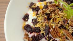 This homemade yogurt has beets and walnuts, making it a delectable vegetarian snack. Vegetarian Roast, Vegetarian Snacks, Going Vegetarian, Healthy Snacks, Healthy Recipes, Healthy Options, Healthy Eats, Cooking Beets In Oven, Make Up