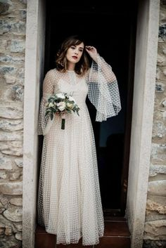 All brides think of finding the perfect wedding, but for this they require the ideal wedding dress, with the bridesmaid's dresses enhancing the wedding brides dress. Here are a variety of ideas on wedding dresses. Wedding Gown A Line, Wedding Gowns, Wedding Ceremony, Wedding Venues, Wedding Rings, Vintage Weddingdress, Bodas Boho Chic, Prom Dresses Long With Sleeves, Bridesmaid Outfit