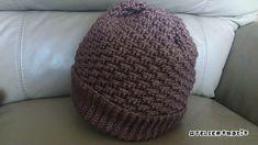 引き上げ編みで編むニット帽、完成しました!ゴム編み風のところを折って被るとシンプルなニット帽で・・・ゴム編み部分を折らずに被れば、ゆったりとしたニット帽になります^^ゴム編み部分の編み方はとても簡単で、横向きに細編みの畝
