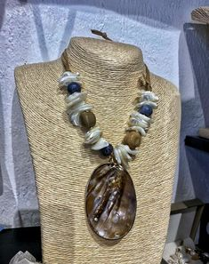Handmade item Ships from a small business in Georgia Materials: Gemstone, Pearl & shell Gemstone: Coral Closure: Tie Chain style: Bead Adjustable length Style: Boho & hippie Summer tropical style necklace. The necklace is made of natural colored coral, pearl, mother of pearl, and nacre. The necklace made of sea creatures fits very thematically with summer dresses FREE SHIPPING: international shipping time is from 10 to 21 days. Handmade Bracelets, Handmade Jewelry, Etsy Handmade, Jewelry Shop, Handmade Statement Necklace, Real Pearl Necklace, Tropical Style, Real Pearls, Fashion Necklace