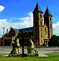 "Fidelis Catholic Church is the ""Cathedral of the Plains"" located in Victoria, Kansas-- It was named as one of the 8 Wonders of Kansas and is listed in the National Register of Historic Places as a building of ""architectural significance. Kansas Usa, Kansas City, Volga Germans, Religious Images, Cathedral Church, Church Building, Christian Church, Chapelle, Place Of Worship"
