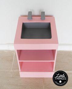 Gebruik as kas om baba kos/skotelgoed te bere. Little Kitchen, Little Things, Kitchen Sink, Kos, Little Girls, Home Decor, Toddler Girls, Decoration Home, Room Decor
