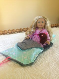 No-sew American Girl Doll sleeping bag and pillow tutorial. #americangirldolls #americangirl