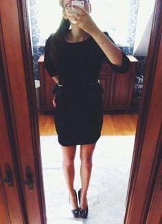 Kup mój przedmiot na #vintedpl http://www.vinted.pl/damska-odziez/krotkie-sukienki/9924642-czarna-sukienka-krotka-obcisla-ze-zlotym-sznureczkiem