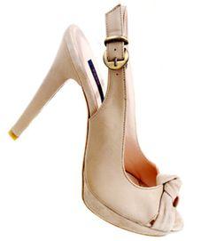 Vuoi essere trendy e sexy per la sera di #Ferragosto? Scegli i #sandali con tacchi vertiginosi