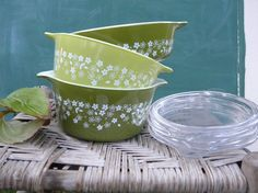 Crazy Daisy set of 3 Pyrex Dishes with lids by VintageVineDesigns, $30.00
