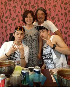 Jae-bum (JB) and Jr. Eating with the Tuan's