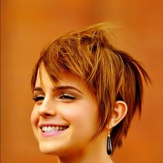 """Emma Watson's hair is growing. I loved her pixie and this grown out style is still super cute."""
