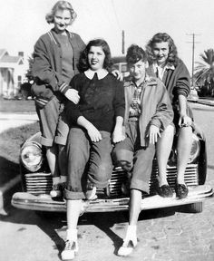Look Vintage, Vintage Girls, Vintage Beauty, Vintage Outfits, 1940s Outfits, Retro Girls, Vintage Dresses, Retro Vintage, Fashion Mode