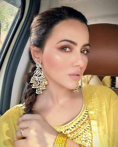 Like It 👍 or Love It 😘Sana Khan looks Super gorgeous Pakistani Actress, Bollywood Actress, Sana Khan Hot, Dps For Girls, Indian Jewelry Earrings, Haldi Ceremony, Beautiful Indian Actress, Beautiful Women, Bollywood Celebrities