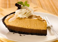 The flavour of pumpkin pie is always a classic for the Thanksgiving table, but in this no bake pie pumpkin shares the spotlight with another favourite flavour, rich and decadent chocolate. Chocolate Mousse Pie, Decadent Chocolate, Fall Desserts, No Bake Desserts, Mousse Pie Recipe, Pumpkin Mousse, Canadian Thanksgiving, Thanksgiving Table, No Bake Pies